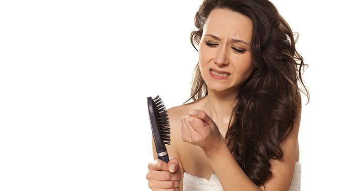 Wypadanie włosów - niedobór biotyny