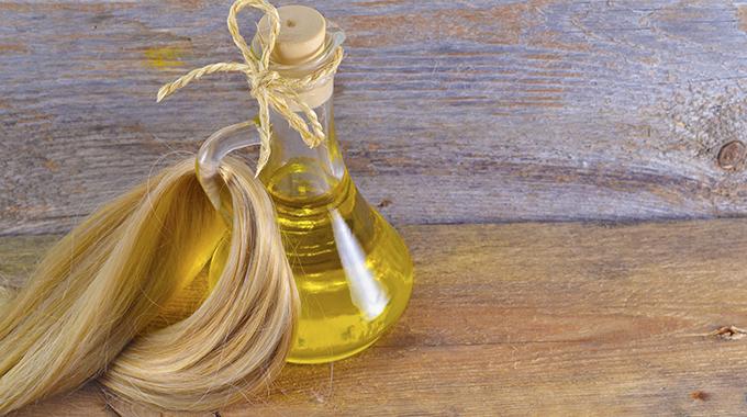 Olejowanie włosów - nakładanie