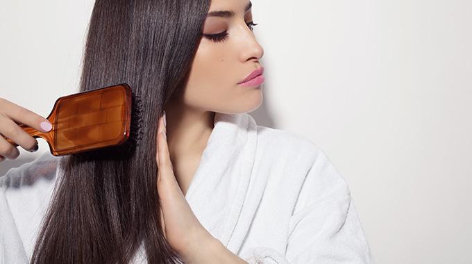 Czesanie włosów silikonową szczotką