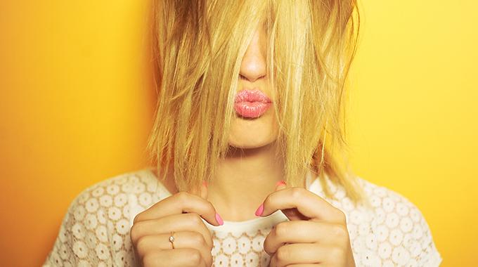 Modelowanie twarzy fryzurą