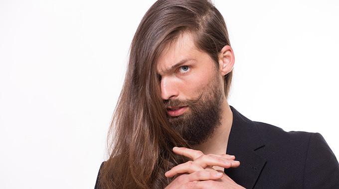 Długie męskie włosy