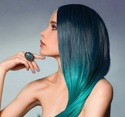 włosy w kolorze oceanu