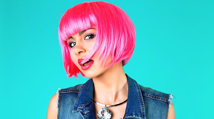 Neonowe różowe włosy
