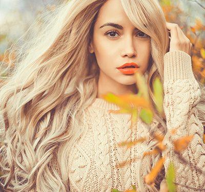 Jak dbać o włosy jesienią