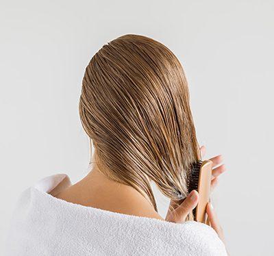 Aplikacja odżywki na włosy