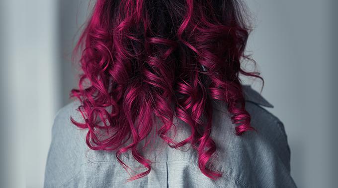 Pagenta włosy kręcone