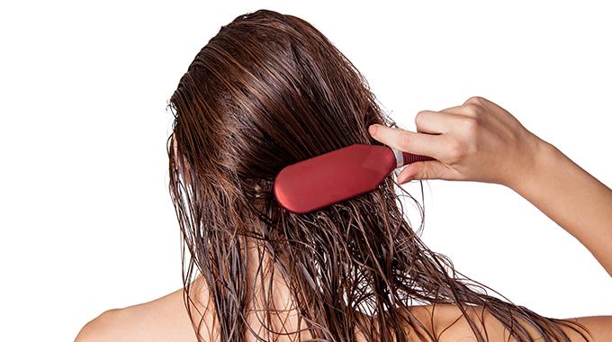 Rozczesywanie mokrych włosów