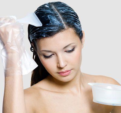 Czego nie robić podczas farbowania włosów