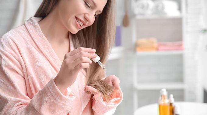 Olejowanie włosów olejkiem zmarakui