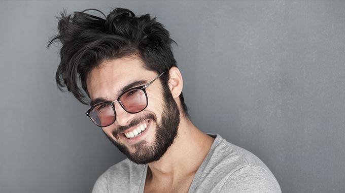 Męskie falowane włosy