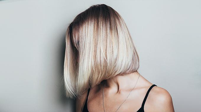 Odrosty nablond włosach