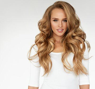 Uniesienie włosów od nasady