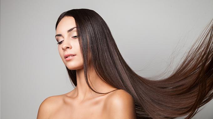Nawilżone włosy